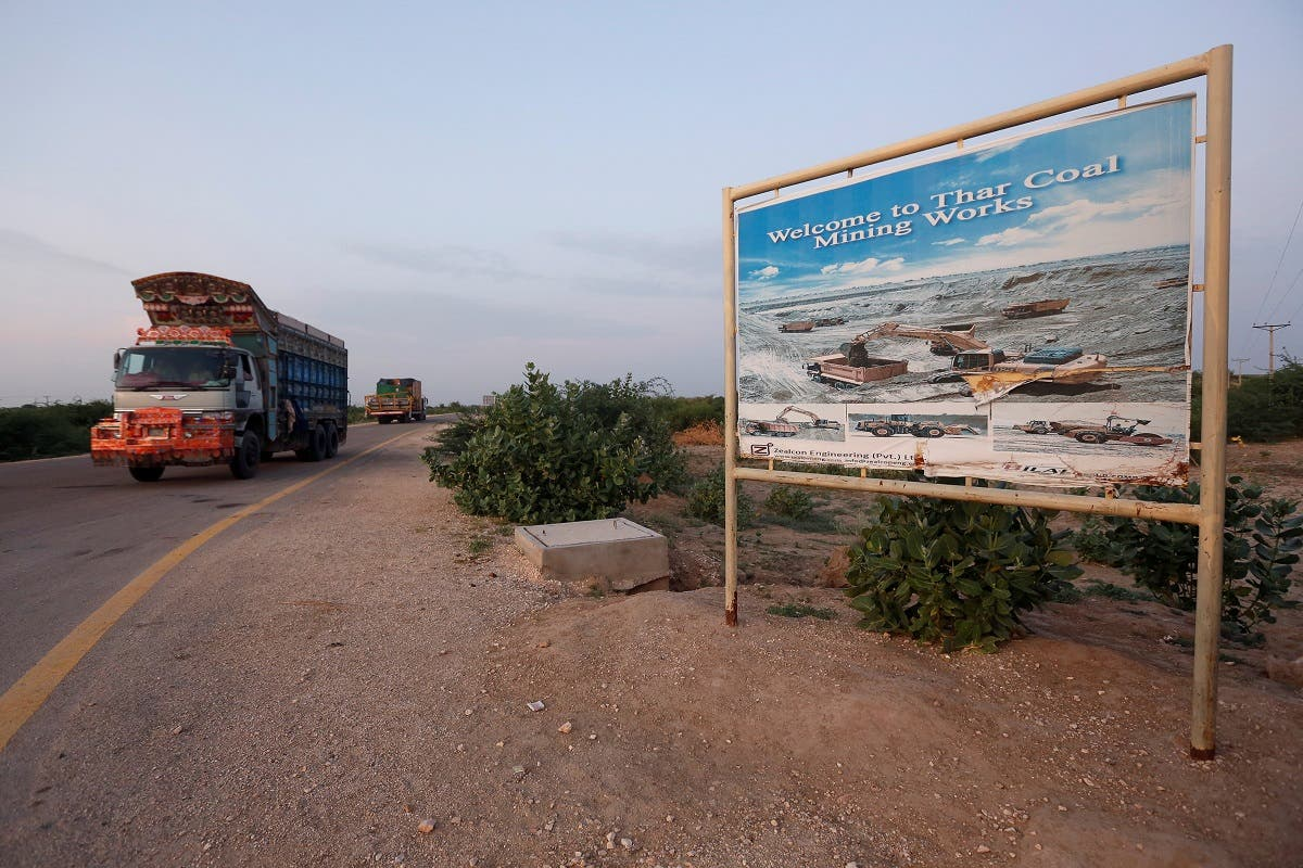 A truck drives past a sign depicting a coal-mining site in Islamkot, Tharparkar, Pakistan. (File photo: Reuters)