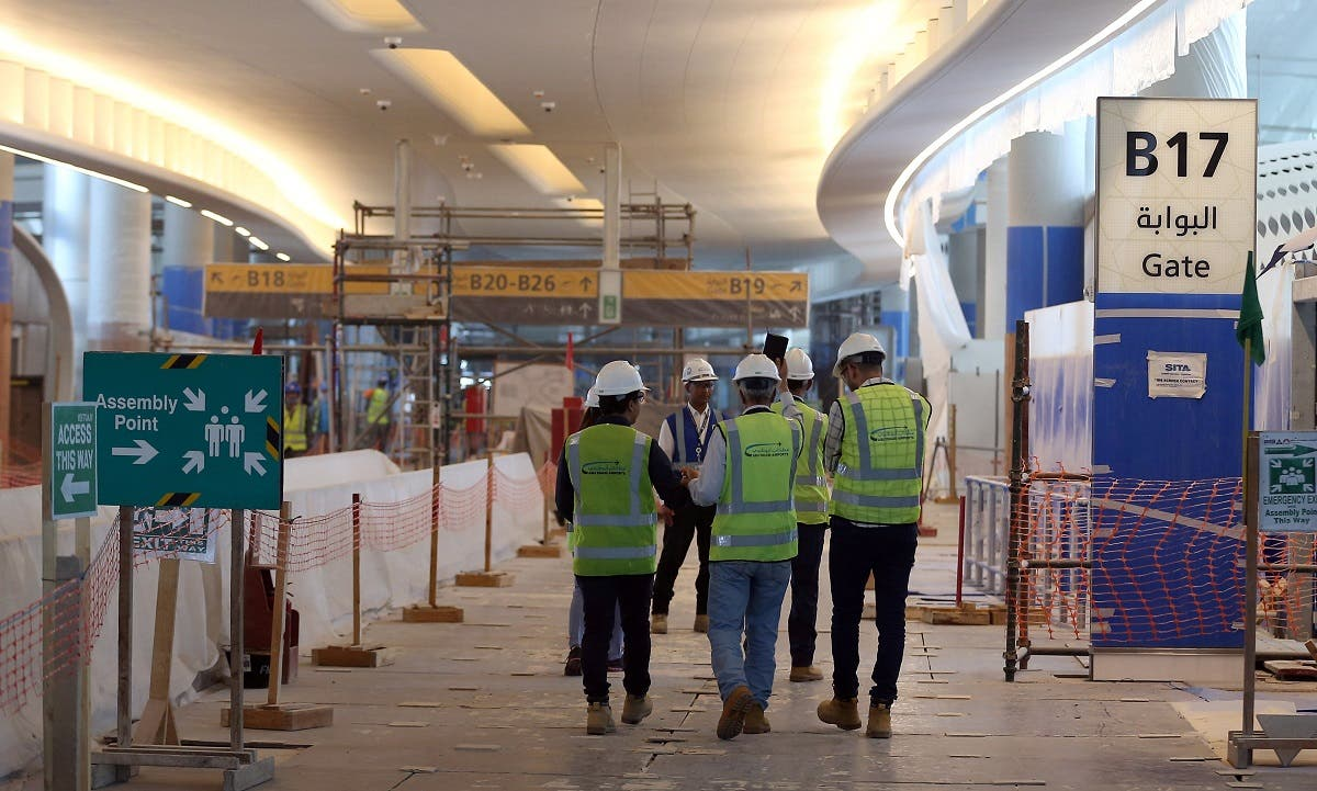 Visitors tour the construction site of the midfield terminal of Abu Dhabi International Airport in Abu Dhabi, United Arab Emirates, November 6, 2017. (Reuters/Stringer)