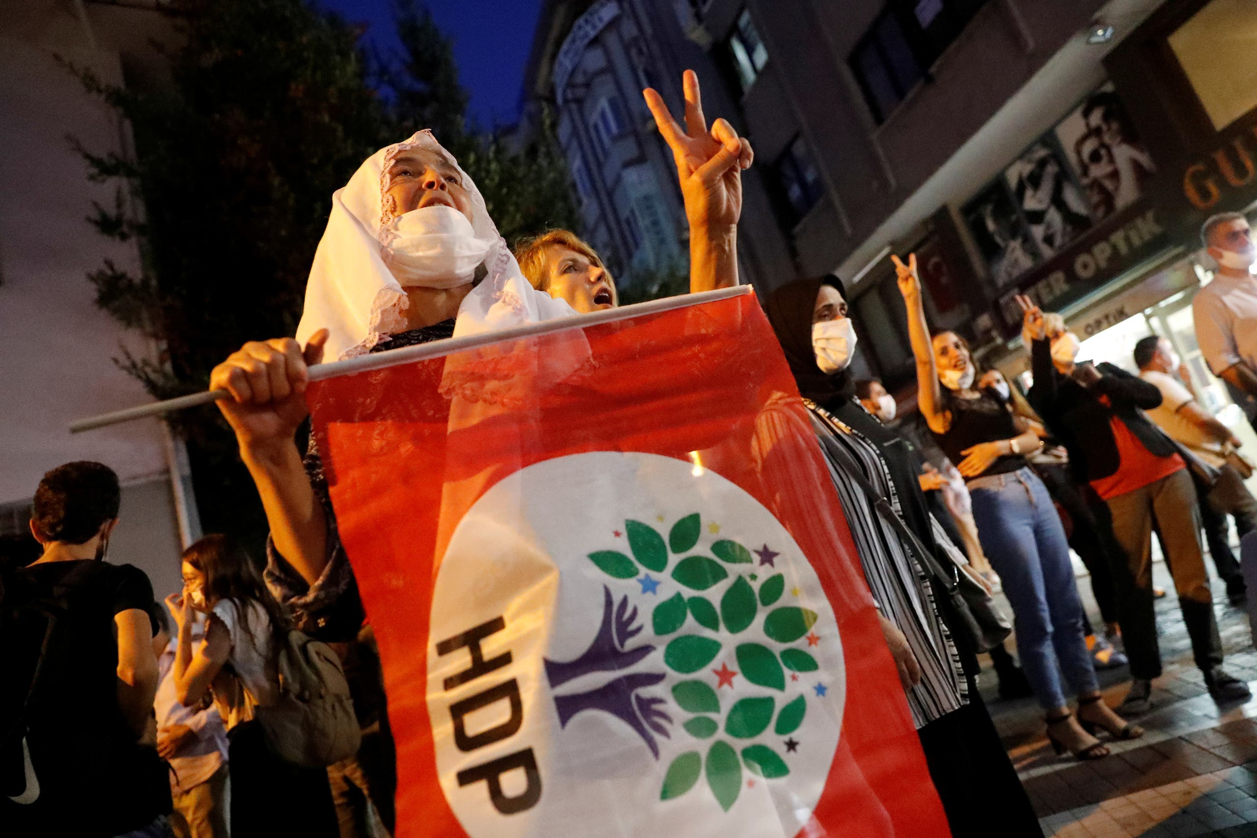 Supporters of pro-Kurdish Peoples Democratic Party (HDP) shout slogans during a protest against the arrest of 82 people including members of their party, in Istanbul, Turkey September 25, 2020. (Reuters/Murad Sezer)
