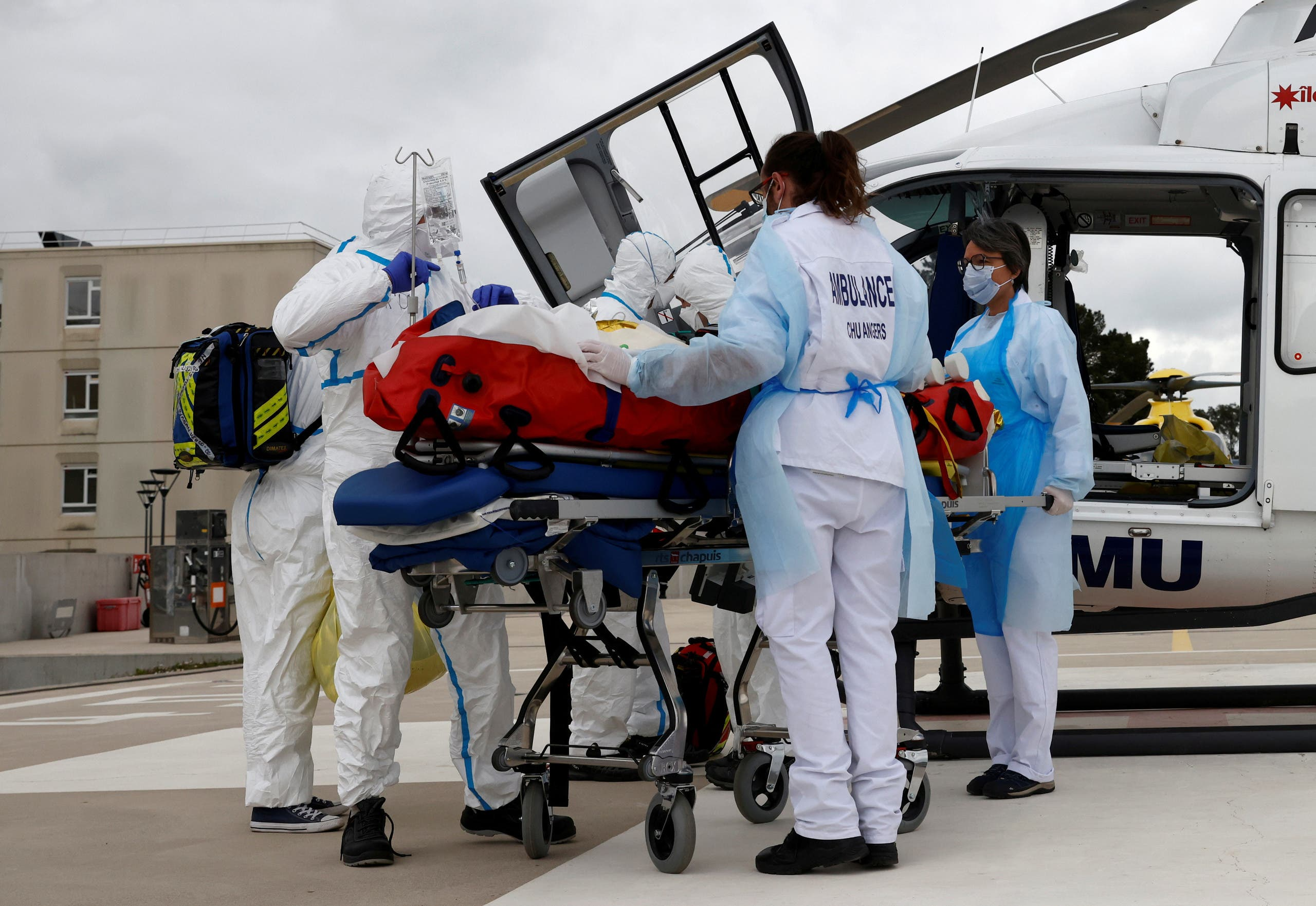عملية نقل مريض كوفيد -19 في فرنسا - أرشيفية