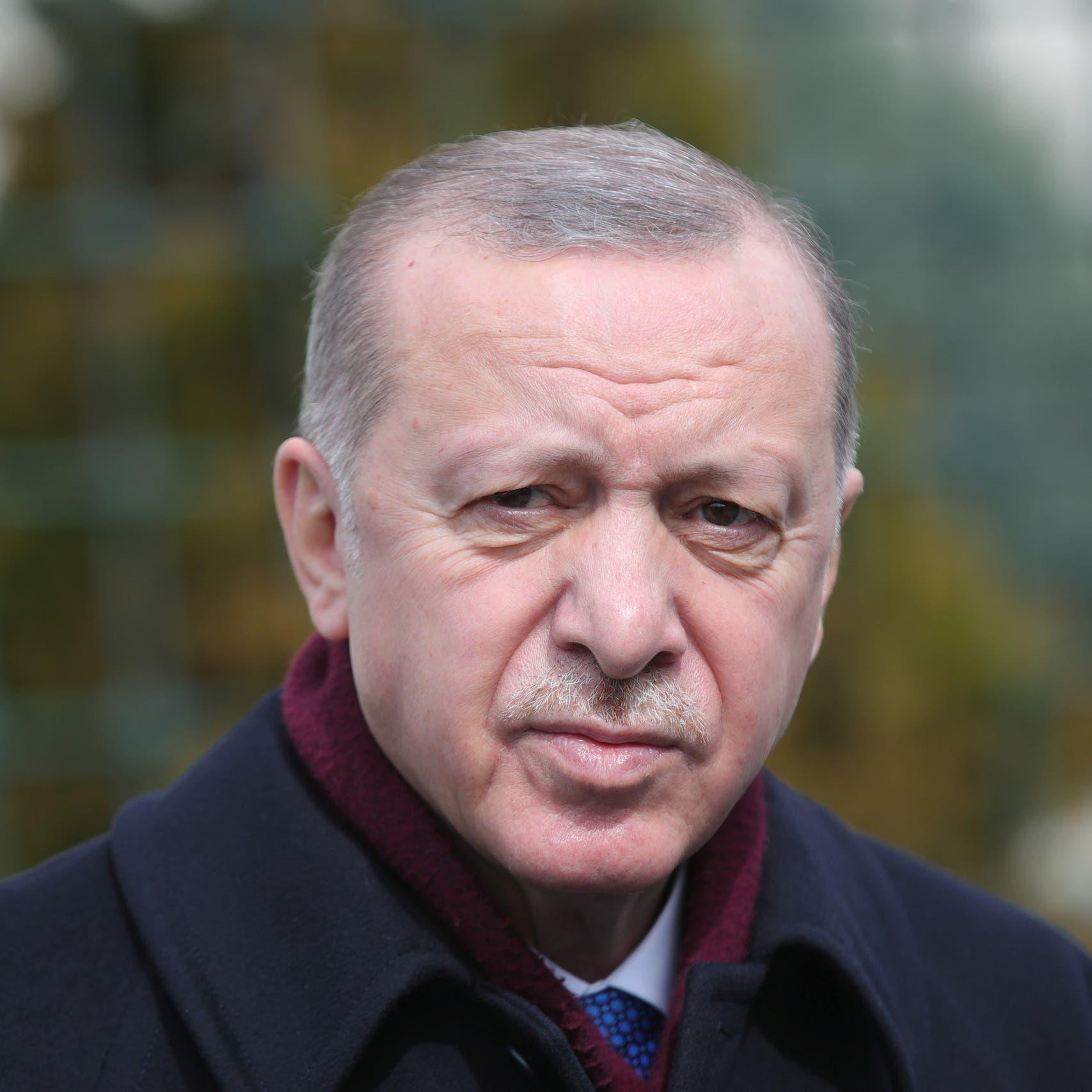 لماذا يصر أردوغان على توزيع الشاي في المصائب؟!