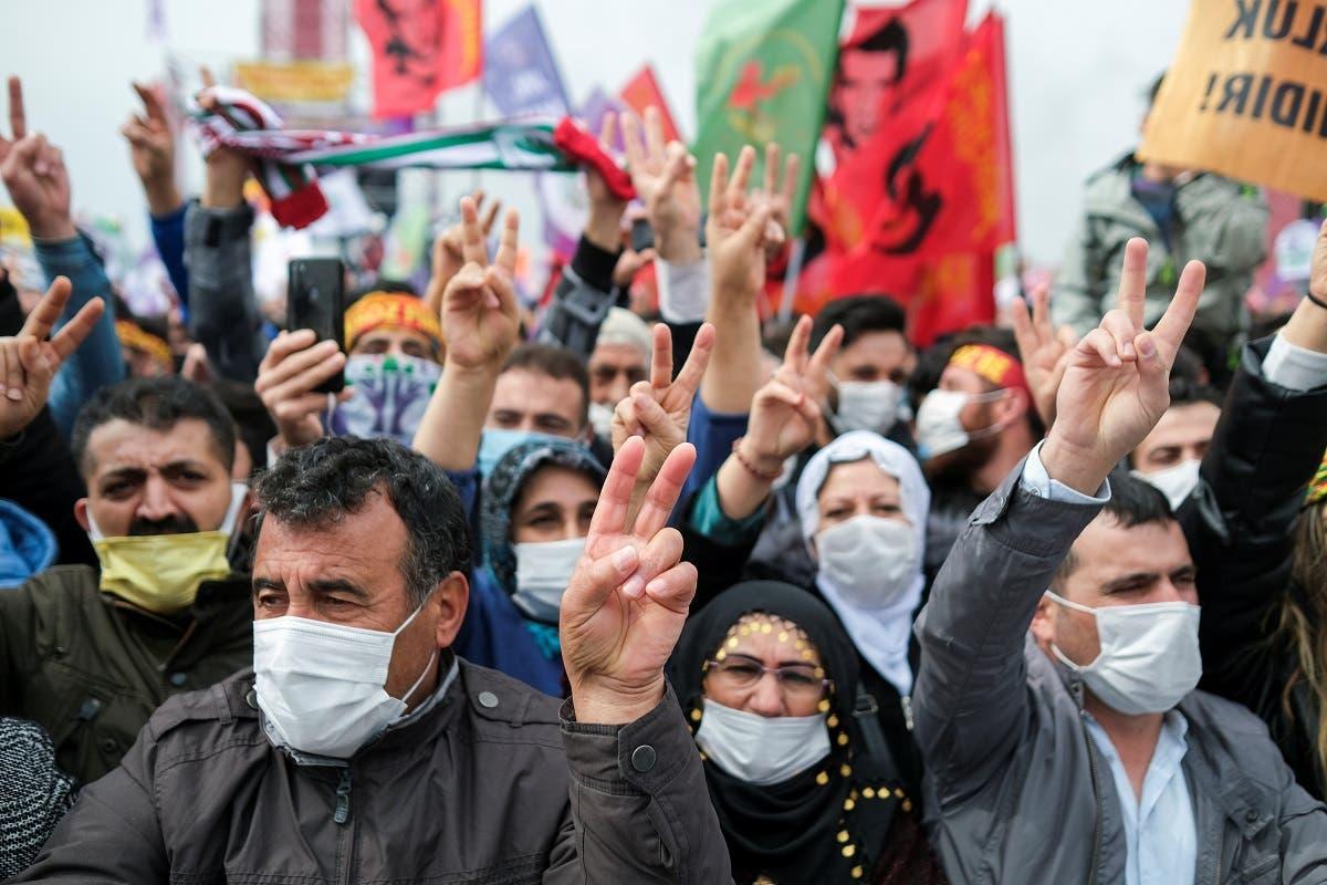 """مناصرون لـ"""" حزب الشعوب الديمقراطي""""  خلال تجمّع في اسطنبول"""