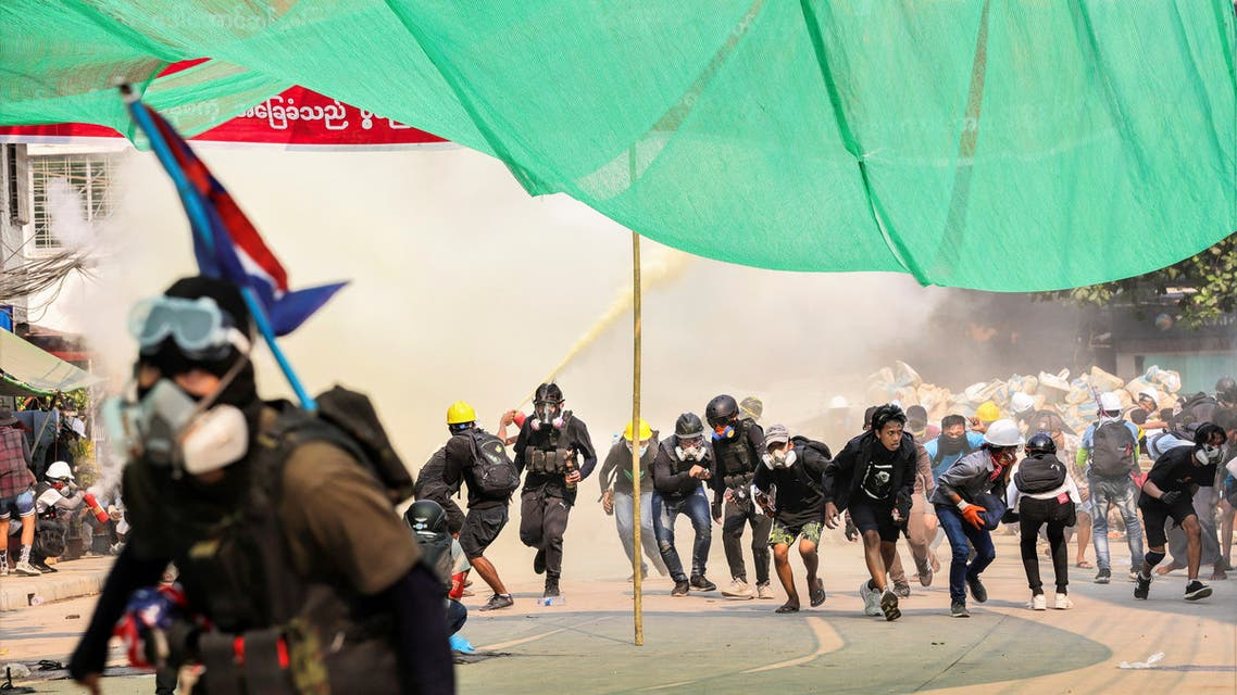 Protesters run during a crackdown of an anti-coup protests at Hlaing Township in Yangon, Myanmar March 17, 2021. Picture taken March 17, 2021. (File photo: Reuters)