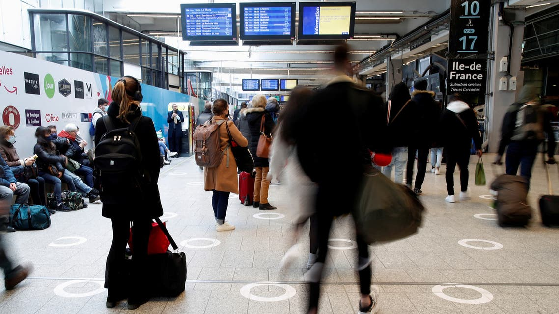 FILE PHOTO: Passengers wait at Montparnasse railway station in Paris before a third lockdown imposed during a month-long on Paris and parts of the north after a faltering vaccine rollout and spread of highly contagious coronavirus disease (COVID-19) variants in France, March 19, 2021. REUTERS/Gonzalo Fuentes/File Photo
