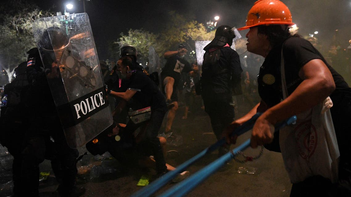 Demonstrators clash with riot police during an anti-government protest in Bangkok, Thailand, March 20, 2021. (File photo: Reuters)