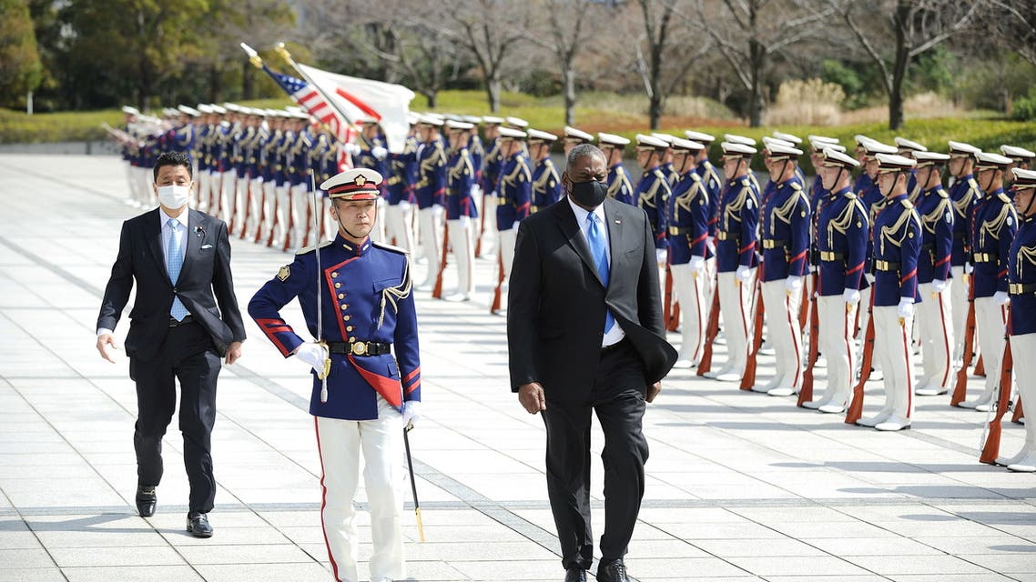 Lloyd Austin, Secretary of Defense of the United States of America (R) and Japanese Defense Minister Kishi Nobuo (L) attend a review an honor guard prior the US-Japan Defense Ministers Bilateral meeting at the Japan Ministry of Defense on March 16, 2021 in Tokyo, Japan. (File photo: Reuters)
