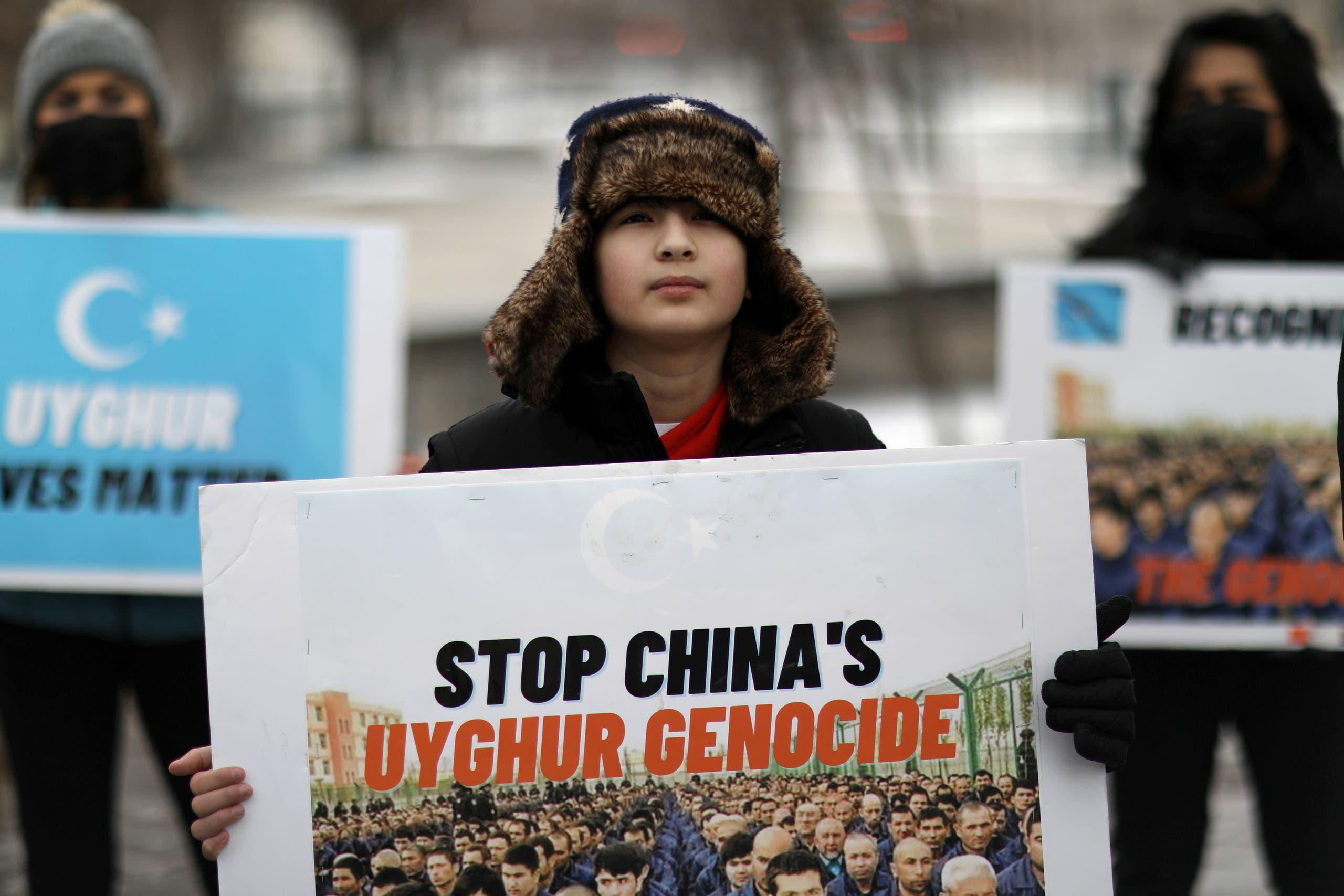 تجمعی در اعتراض به رفتار چین علیه مردم اویغور، روبروی سفارت کانادا در واشنگتن  19 فوریه 2021 (عکس رویترز)