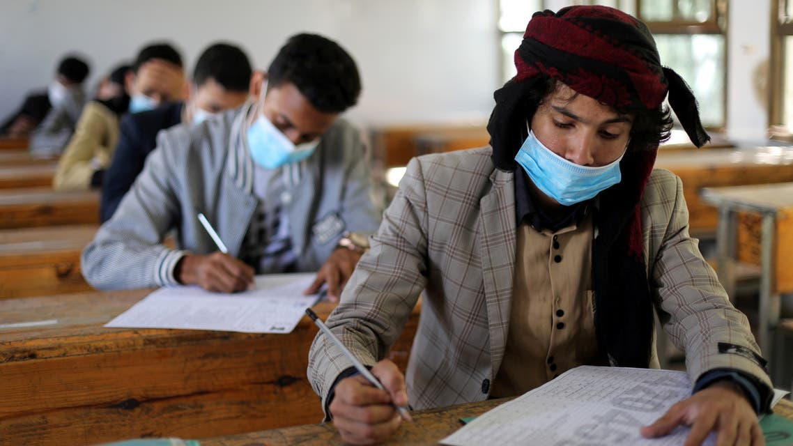 FILE PHOTO: High school students wear protective face masks as they attend final exams amid concerns of the spread of the coronavirus disease (COVID-19) in Sanaa, Yemen August 15, 2020. (File photo: Reuters)