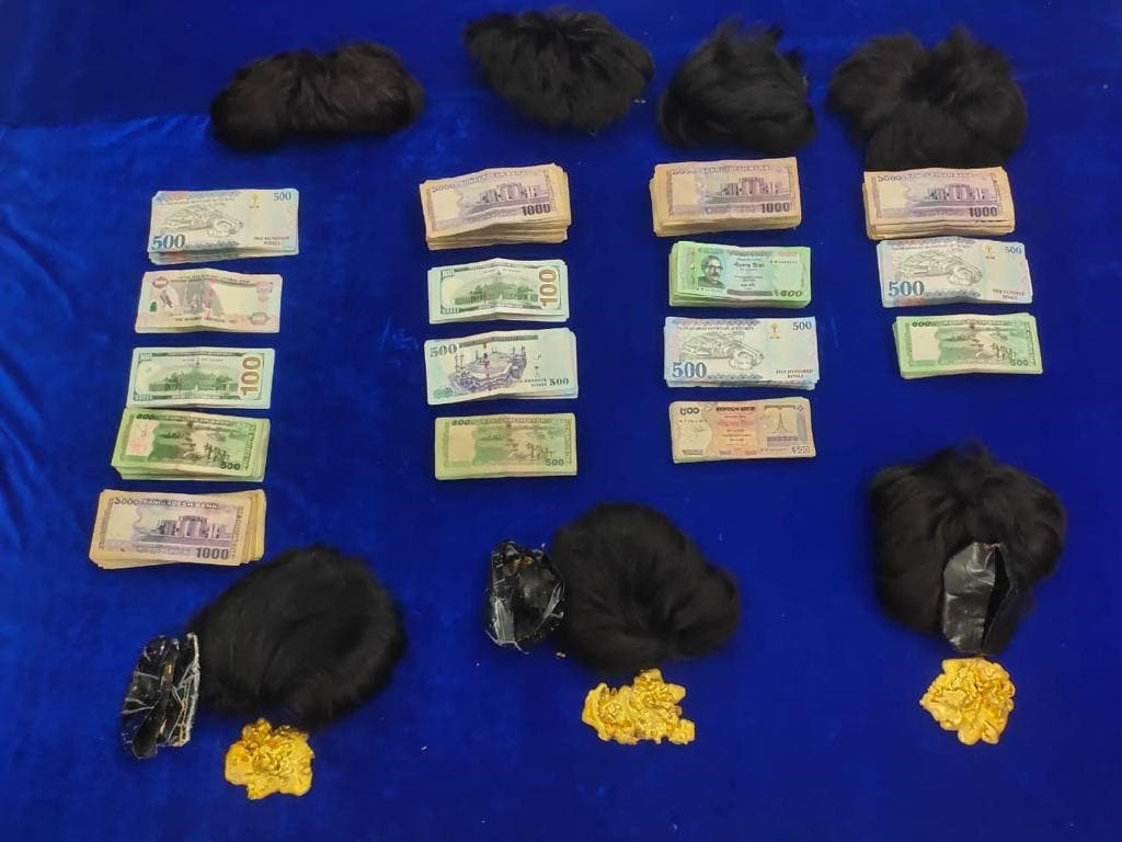 Officials also seized foreign currency worth $33,000 alongside the haul of gold valued at around $344,000.  (Supplied: Chennai Customs )