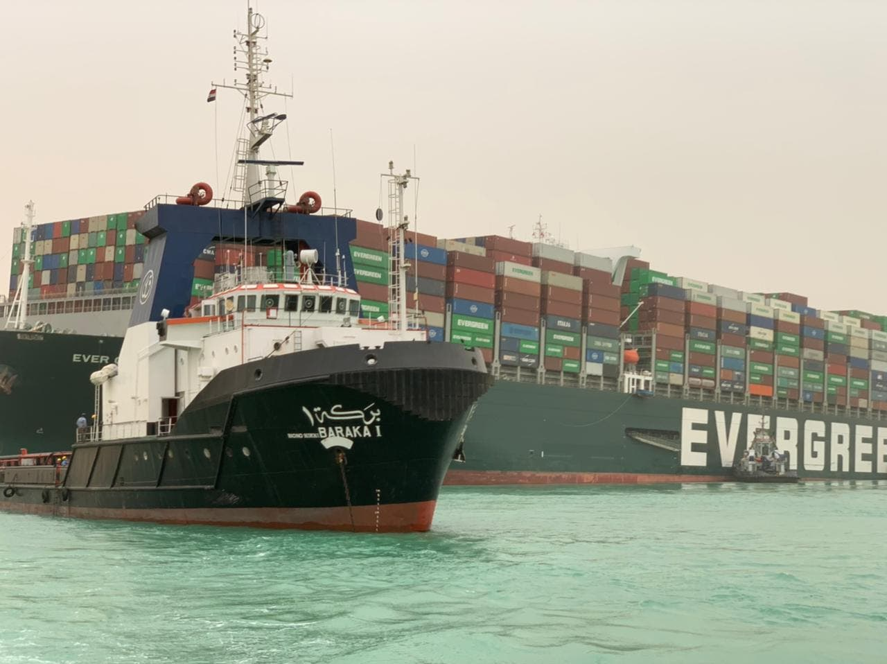 عمليات تعويم السفينة البنمية