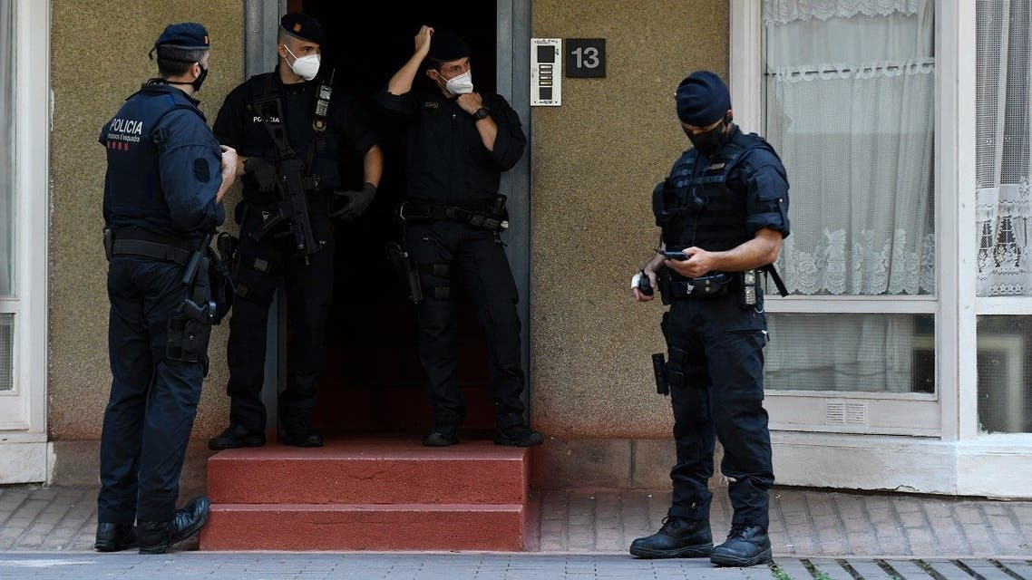 Members of the Catalan regional police force Mossos d'Esquadra stand guard during an counter-terrorism operation in Barcelona, on July 14, 2020. (Pau Barrena/AFP)