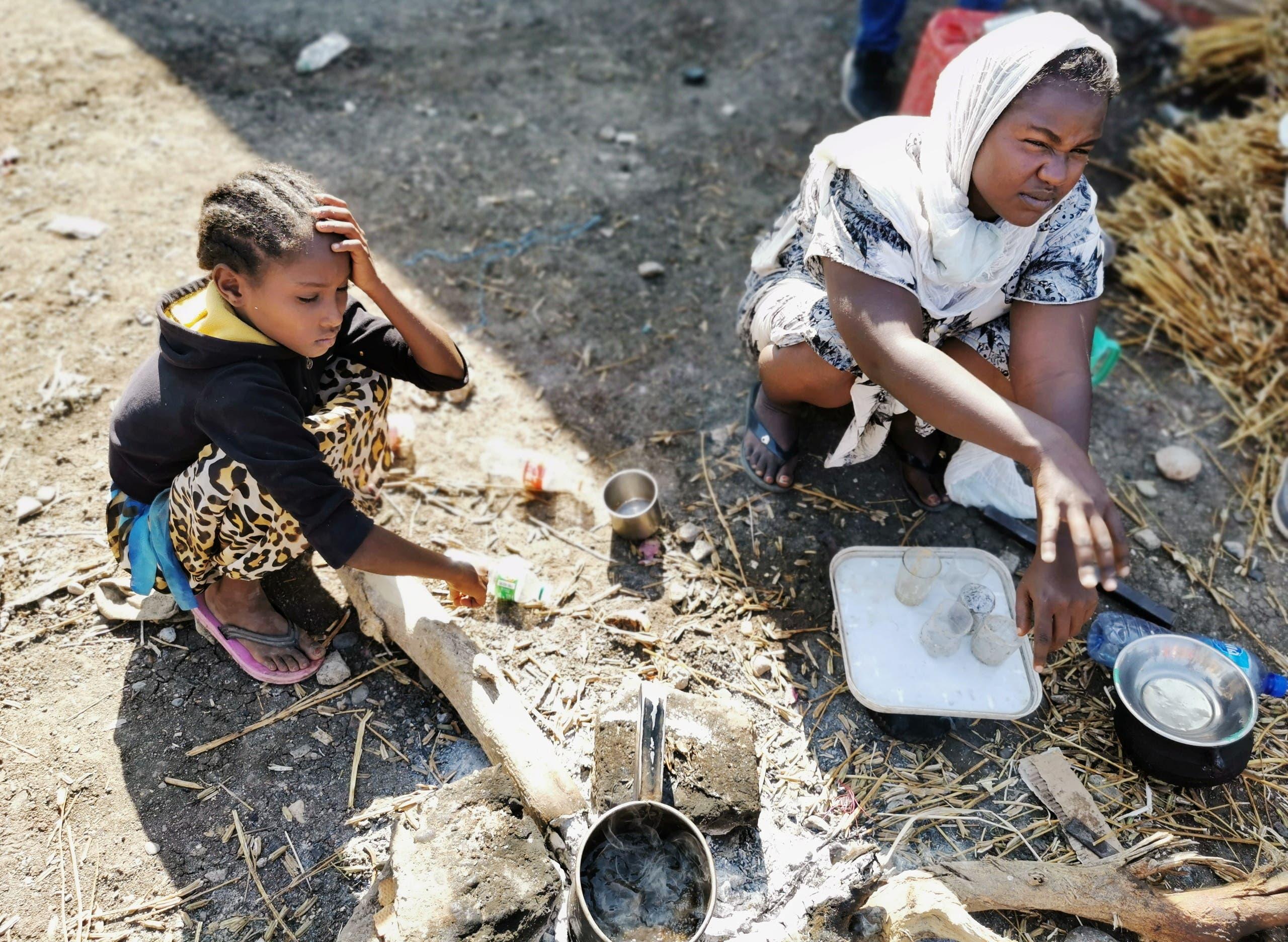أطفال إثيوبيون فروا من القتال الدائر بتيغراي في مخيم الفشقة للاجئين يوم 13 نوفمبر 2020