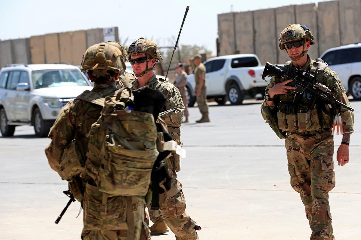 جنود أميركيون ضمن قوات التحالف ينسحبون من قاعدة التاجي العام الماضي (أرشيفية)