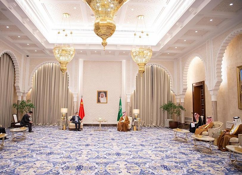 الأمير محمد بن سلمان يلتقي وزير الخارجية الصيني