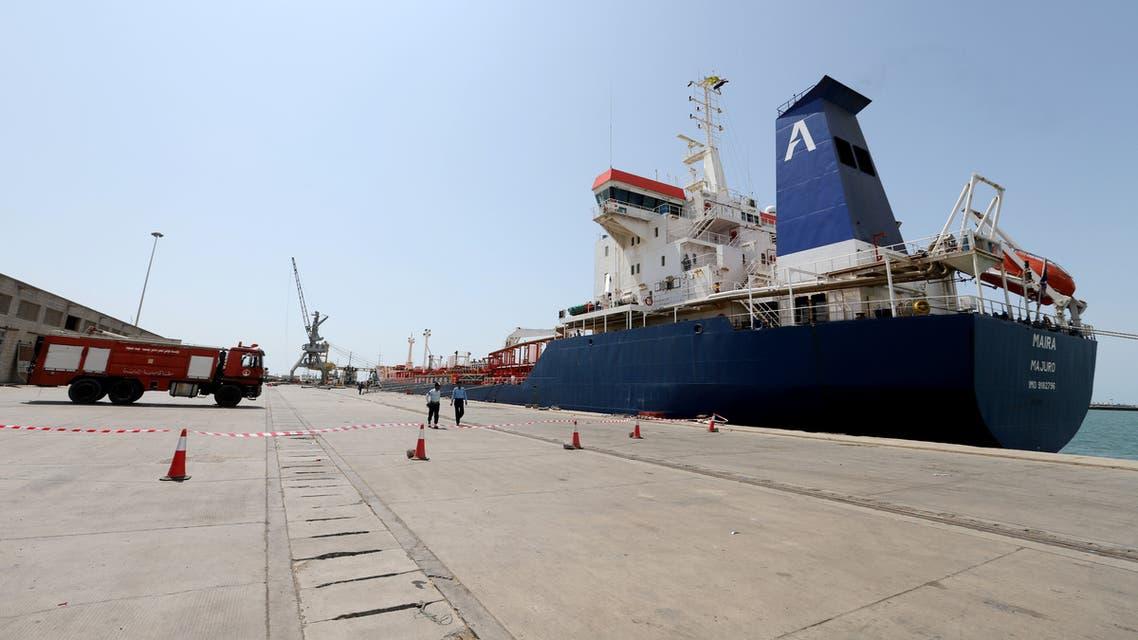 An oil tanker docks at the port of Hodeidah, Yemen October 17, 2019. REUTERS/Abduljabbar Zeyad