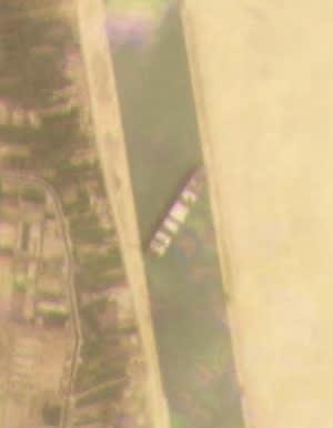 نہر سویز میں پھنسنے والے بحری جہاز کا سیٹلائٹ سے لیا جانے والا منظر۔