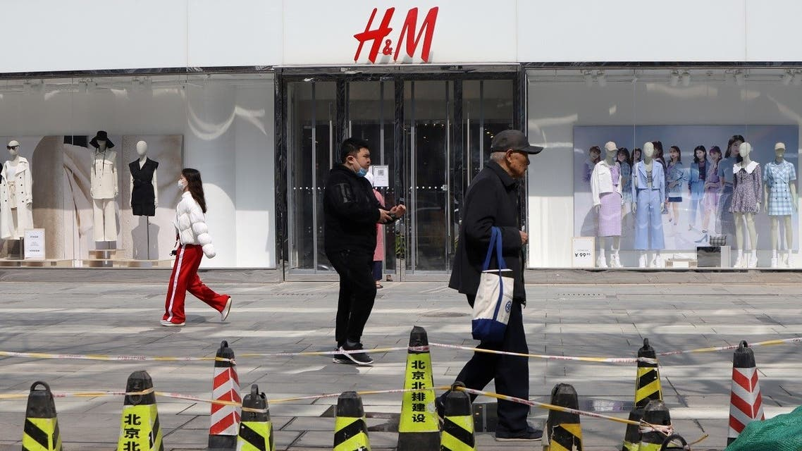 People walk past a store of the Swedish fashion retailer H&M at a shopping complex in Beijing, China March 25, 2021. (Reuters)