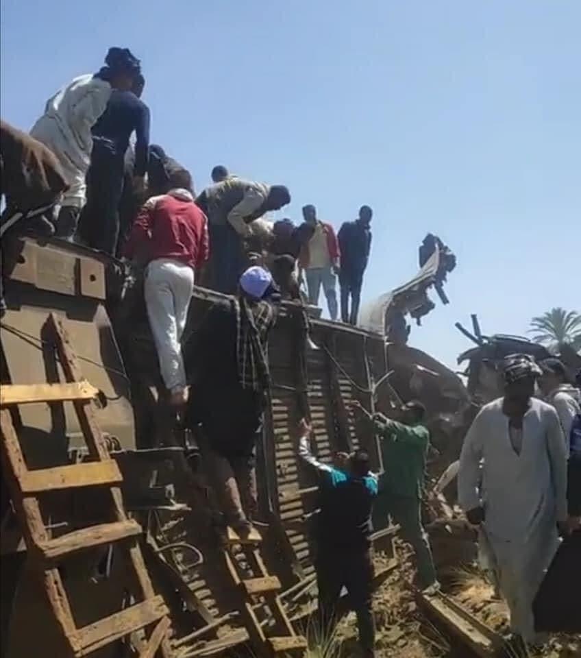 من موقع تصادم القطارين في مصر