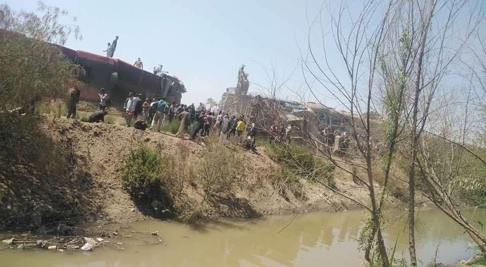 من موقع حادث تصادم قطاري مصر