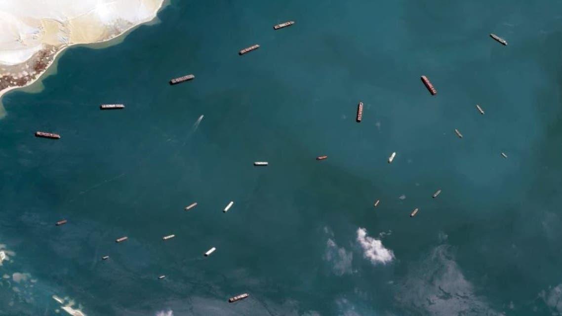 صور باقمر الصناعي للبارجات خارج قناة السويس