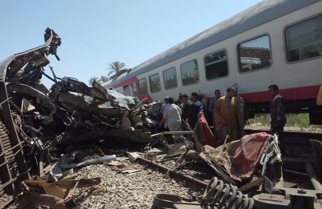 من موقع حادث قطاري سوهاج - أرشيفية