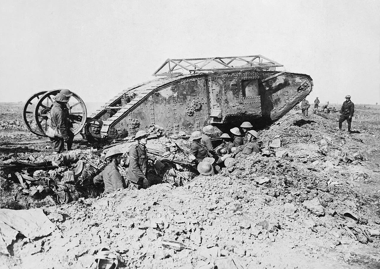 صورة لدبابة بريطانية من نوع مارك خلال معركة السوم