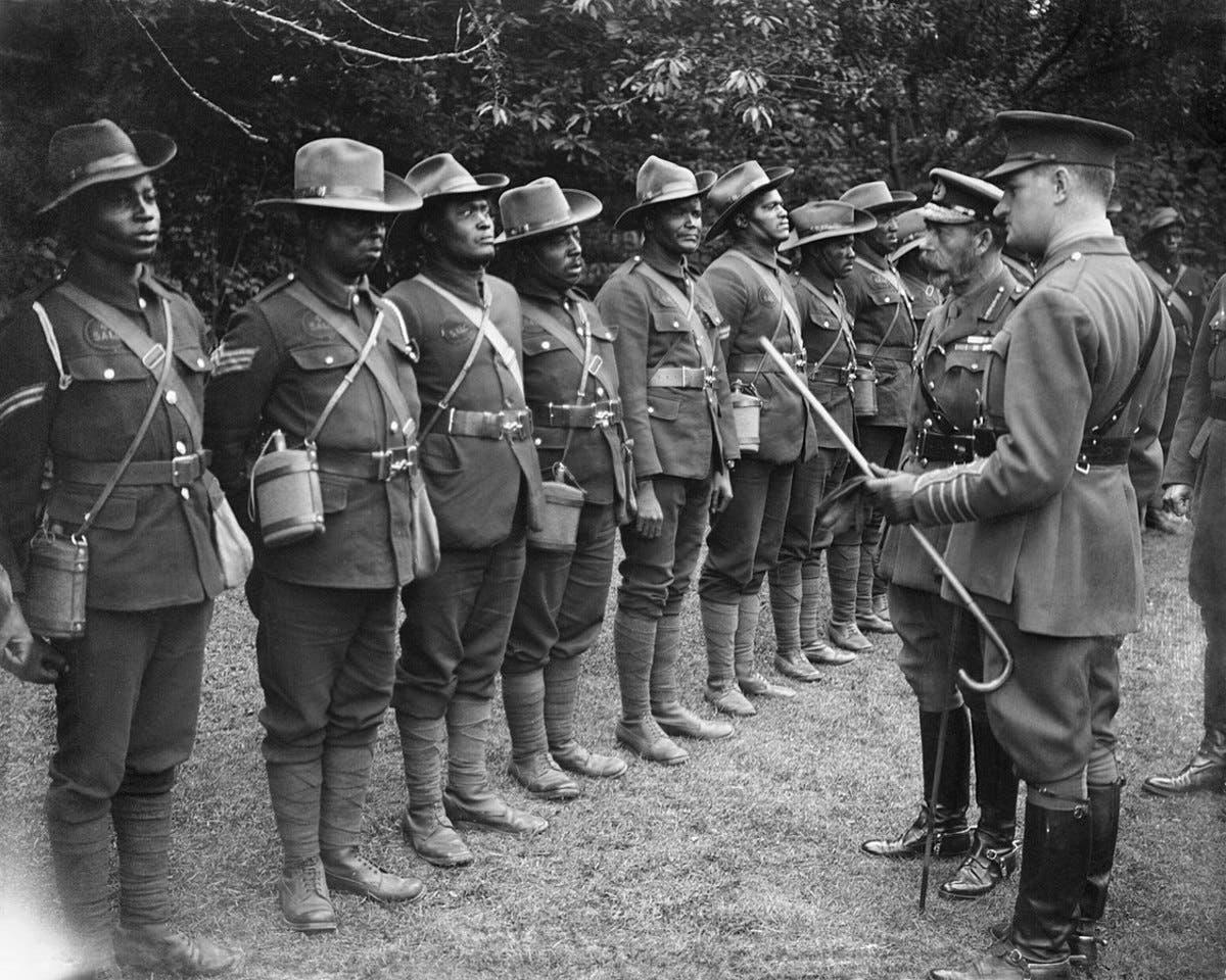 صورة لجنود افارقة قاتلوا مع البريطانيين بالحرب العالمية