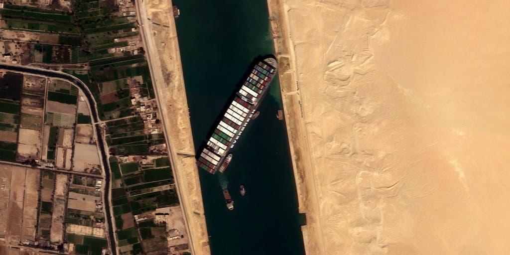 سوئز نہر میں پھنسے جہاز کی تصاویر