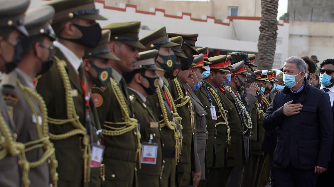 وزير الدفاع التركي يحيي جنودا أتراك في طرابلس (أرشيفية- أسوشييتد برس)