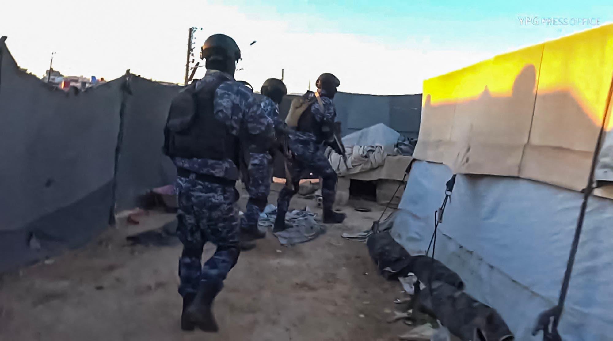 من العملية الأمنية في مخيم الهول (فرانس برس)