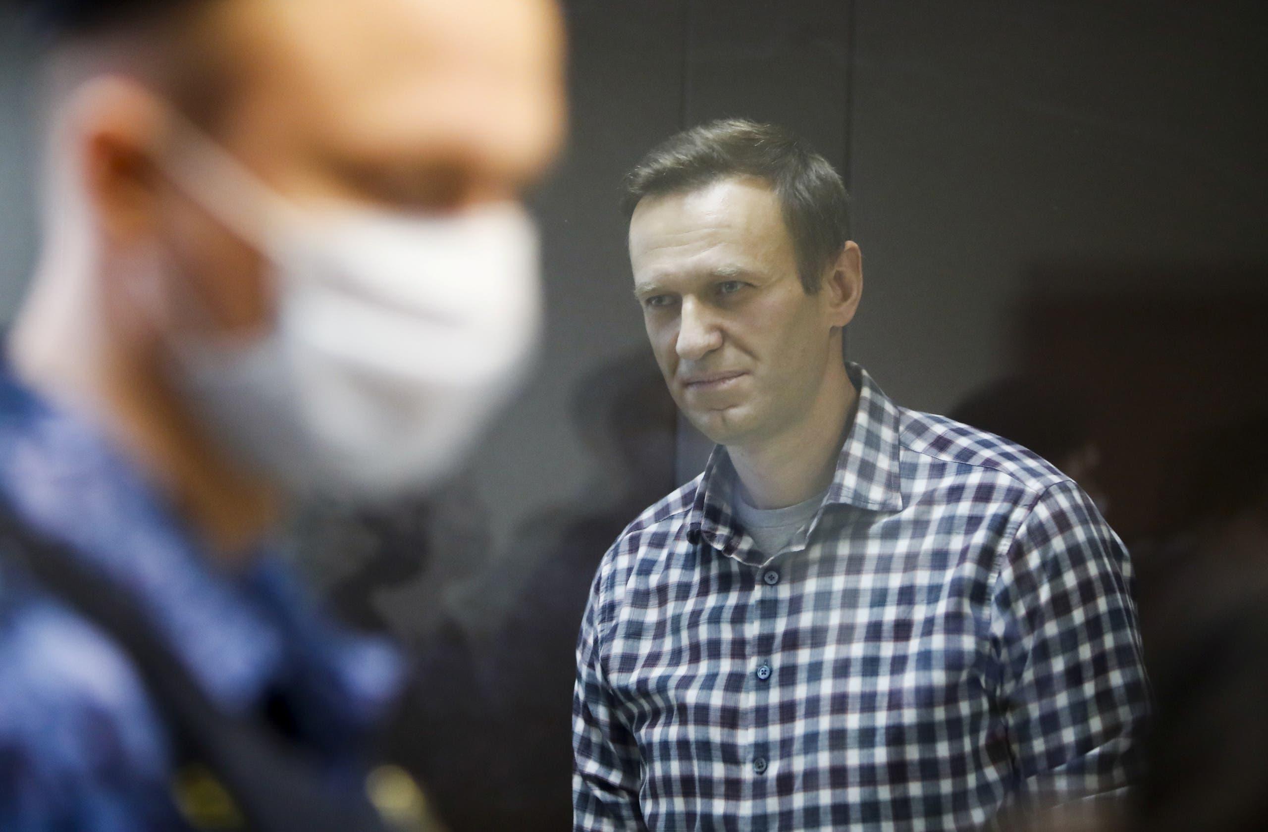 المعارض الروسي اليكسي نافالني خلال إحدى جسلات محاكمة في موسكو في فبراير الماضي