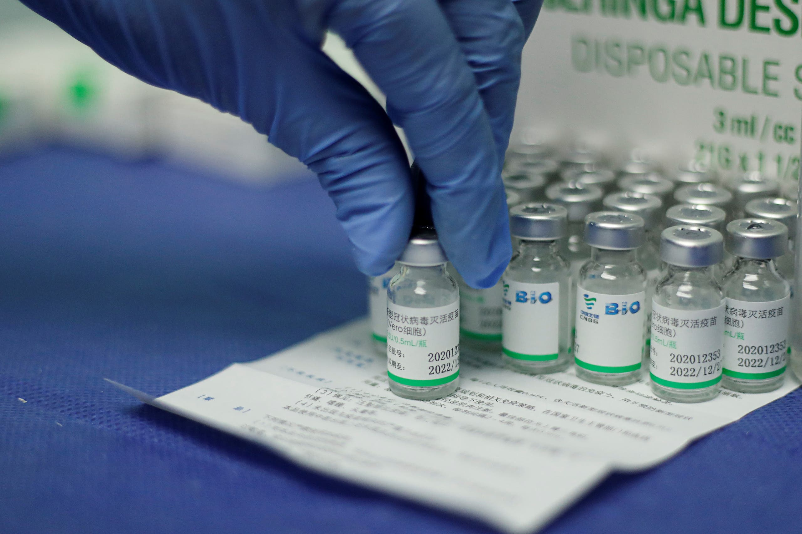 A nurse holds a vial of China's Sinopharm coronavirus disease (COVID-19) vaccine at a health center in Caracas, Venezuela March 7, 2021. (File photo: Reuters)