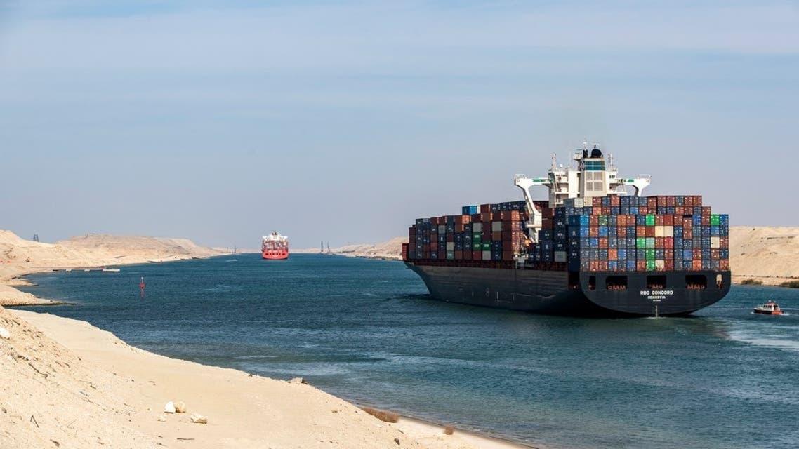 فيديو حركة سفينة قناة السويس بعد تعويمها