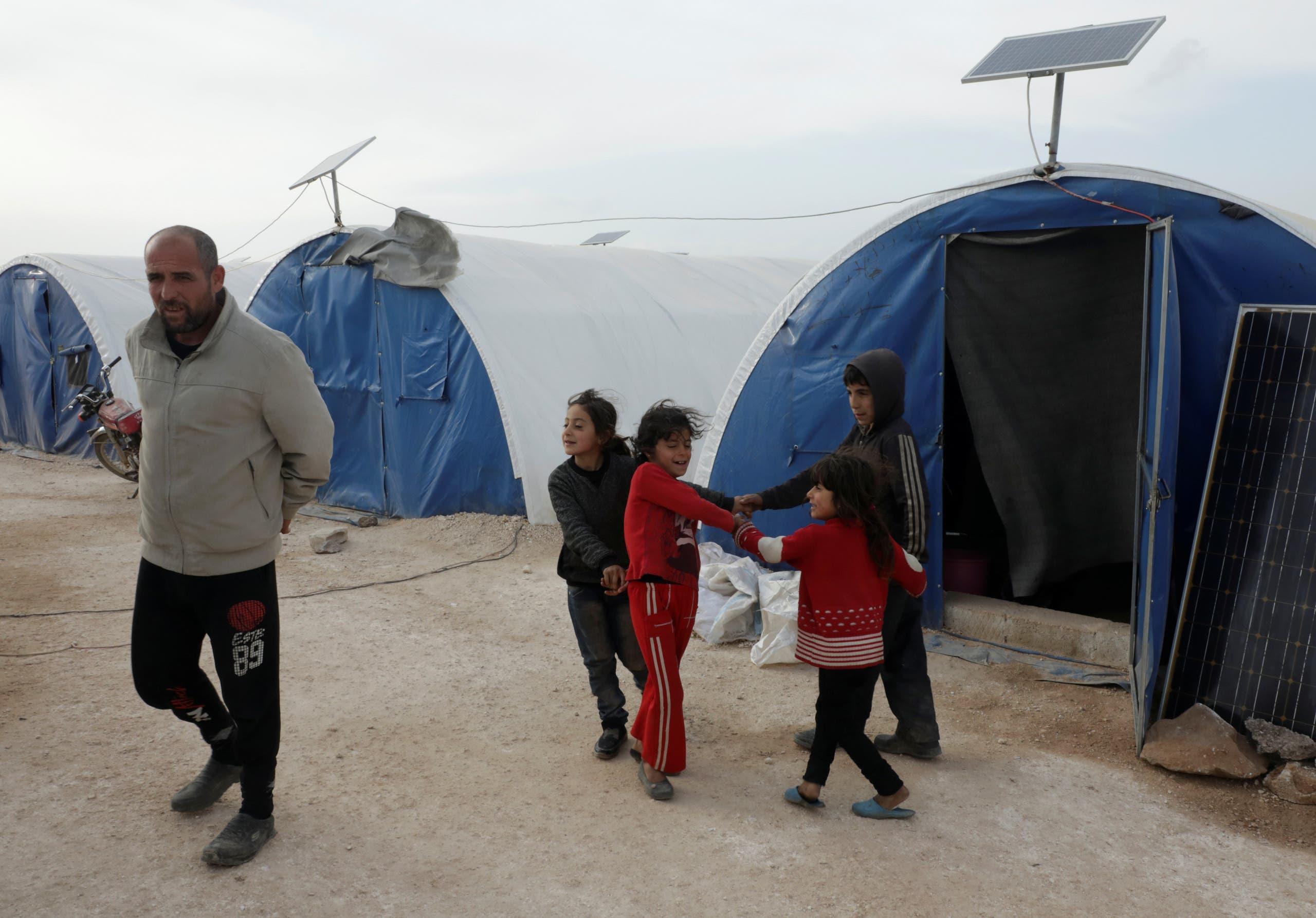 أطفال في مخيم للنازحين في حلب