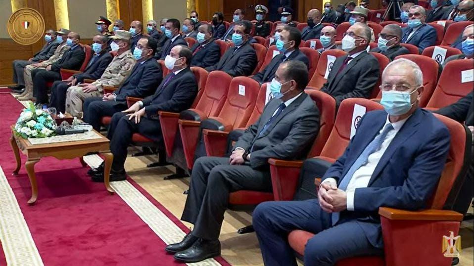 الرئيس السيسي يستمع إلى الشرح المفصل حول الأزمة