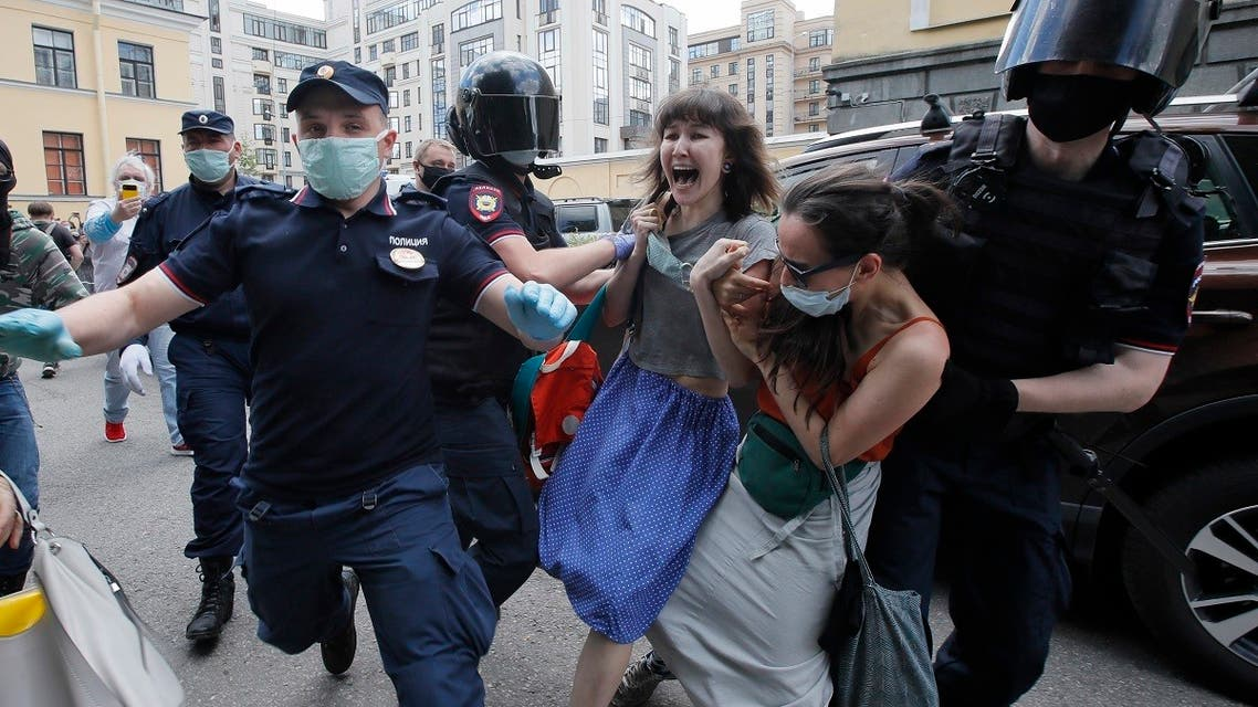 Police detain people protesting in St.Petersburg, Russia, June 22, 2020. (AP)