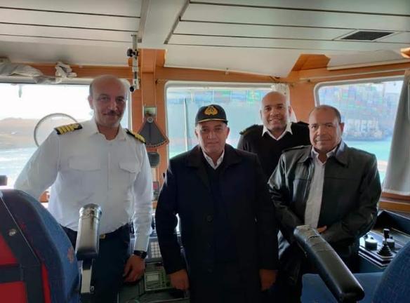 برخی از مسئولان مصری شرکت کننده در عملیات نجات کشتی در کانال سوئز