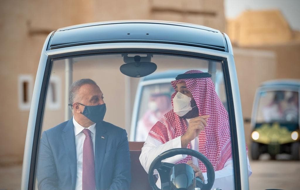 ولي العهد السعودي الأمير محمد بن سلمان يصطحب رئيس الوزراء العراقي مصطفى الكاظمي في جولة بحي الطريف في الدرعية في 31 مارس 2021