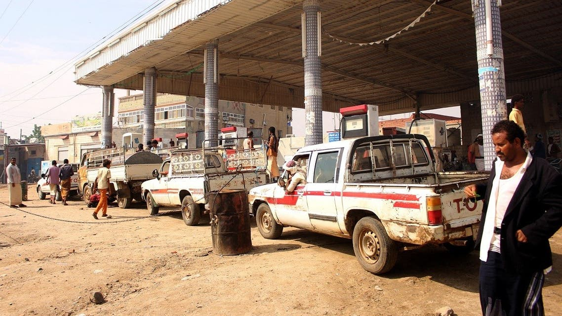 Yemenis queue next to a petrol station in the Abs district of the northwestern Hajjah province on October 13, 2019, amid fuel shortages. (AFP)