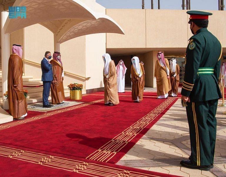 Saudi Crown Prince Mohammed bin Salman bin Abdulaziz and Iraq's Prime Minister Mustafa al-Kadhimi on March 31, 2021. (SPA)