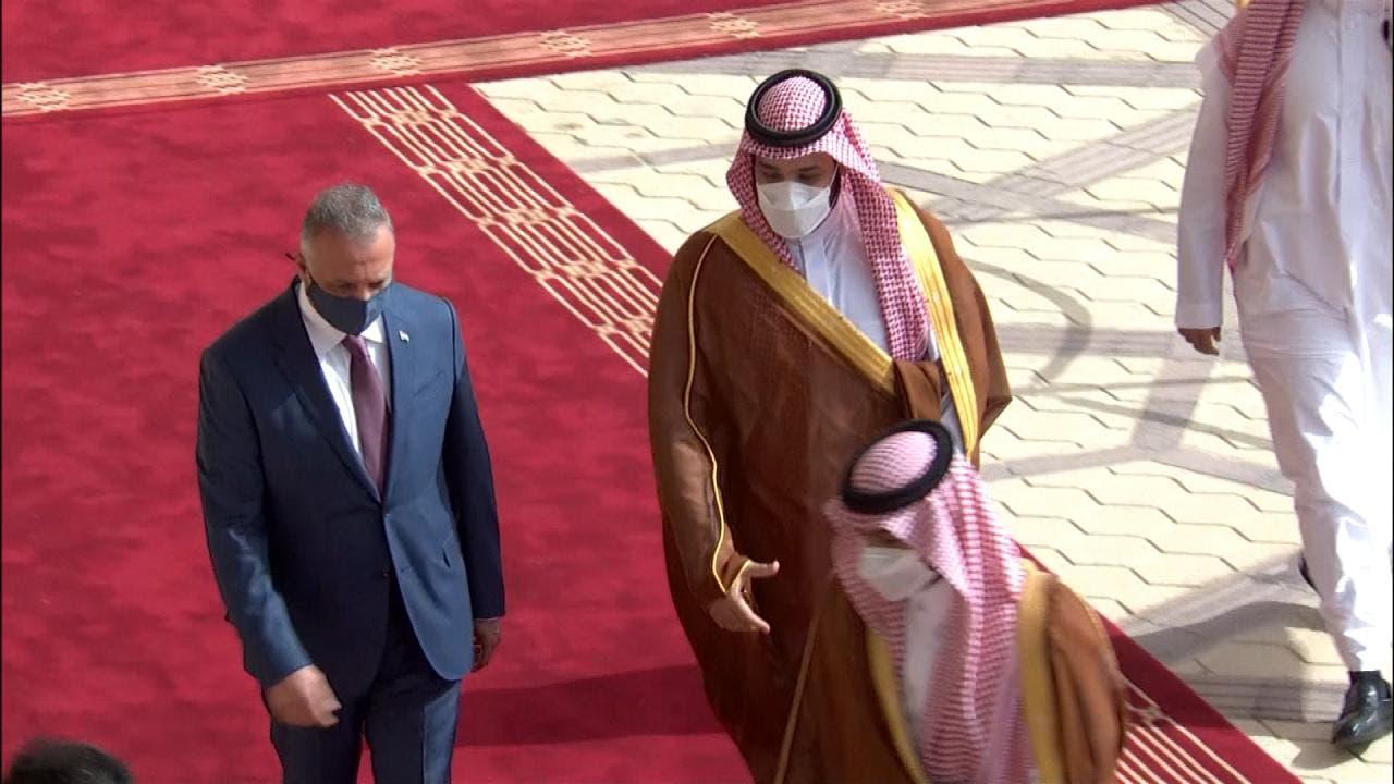 الأمير محمد بن سلمان مستقبلا الكاظمي