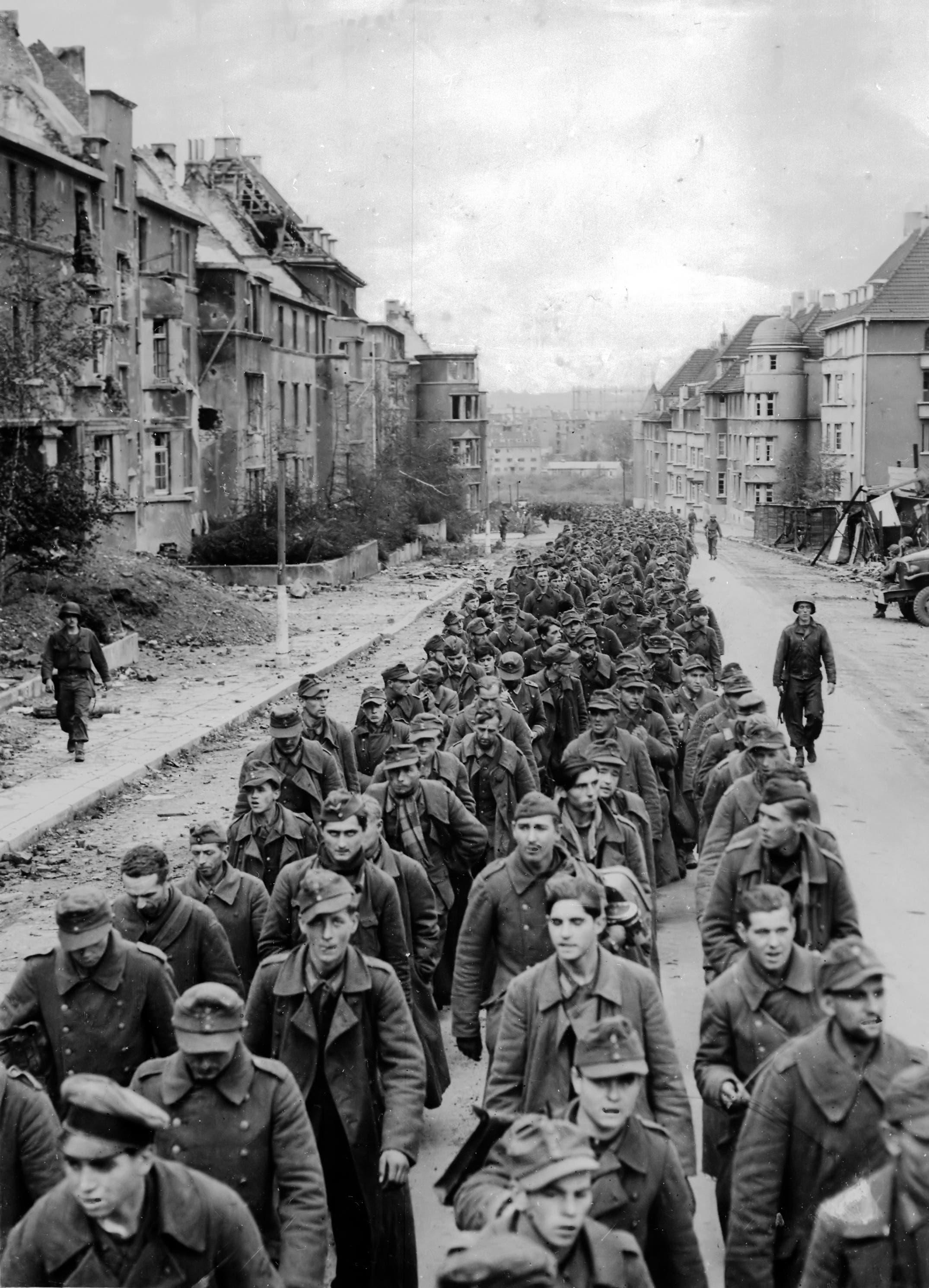 الأسرى الألمان هتلر