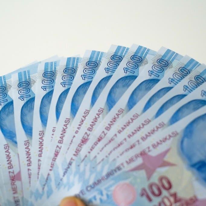 الليرة التركية تهبط لأدنى مستوى منذ يوليو قبيل قرار سعر الفائدة