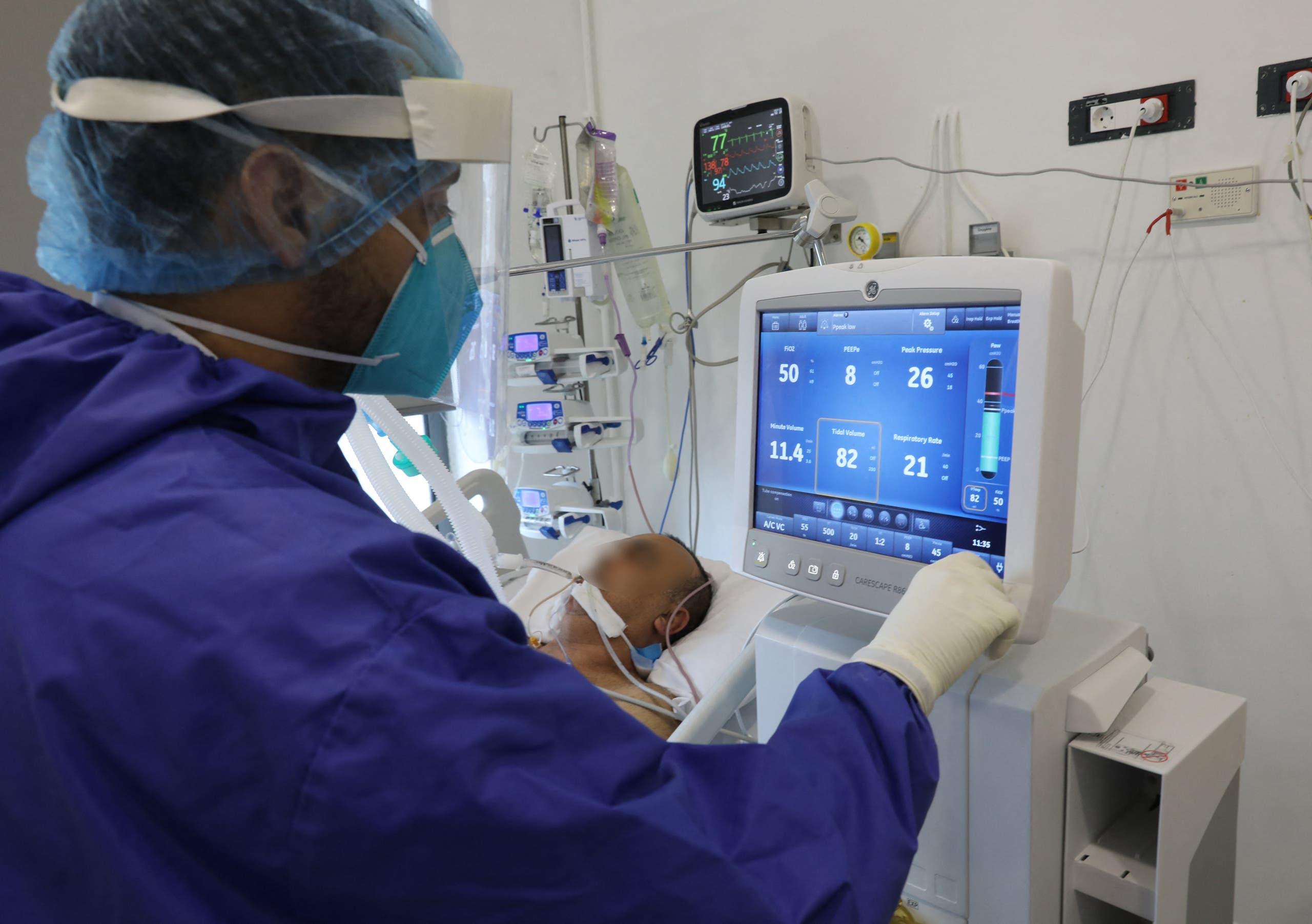 من أحد المستشفيات في لبنان (أرشيفية من فرانس برس)