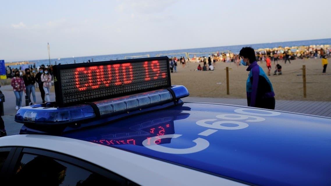 A police vehicle is seen near Barceloneta beach, amid the coronavirus disease (COVID-19) outbreak, in Barcelona, Spain April 2, 2021. (Reuters/Nacho Doce)