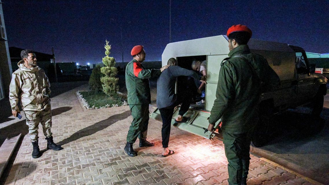 مرتزقة في قبضة الجيش الليبي (فرانس برس)