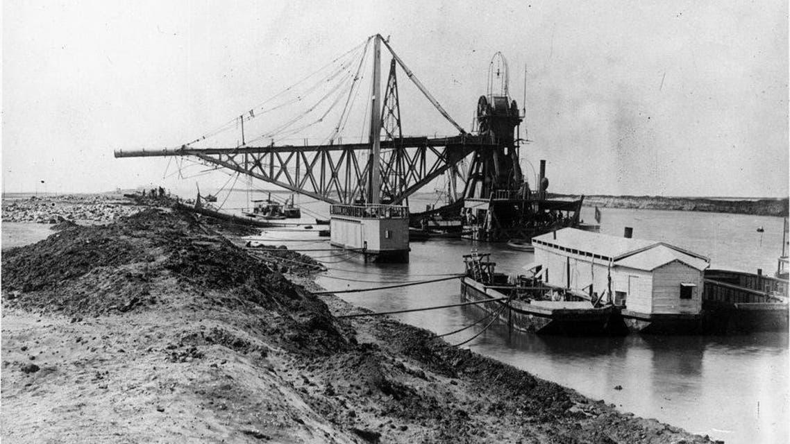صورة تاريخية لأعمال حفر القناة