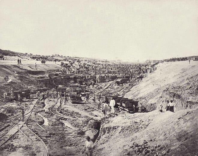 صورة تاريخية لمشاركة السعوديون في حفر قناة السويس