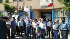 إعلام إيراني: آلاف المتقاعدين يتظاهرون ضد الغلاء والفقر في مدن عدة