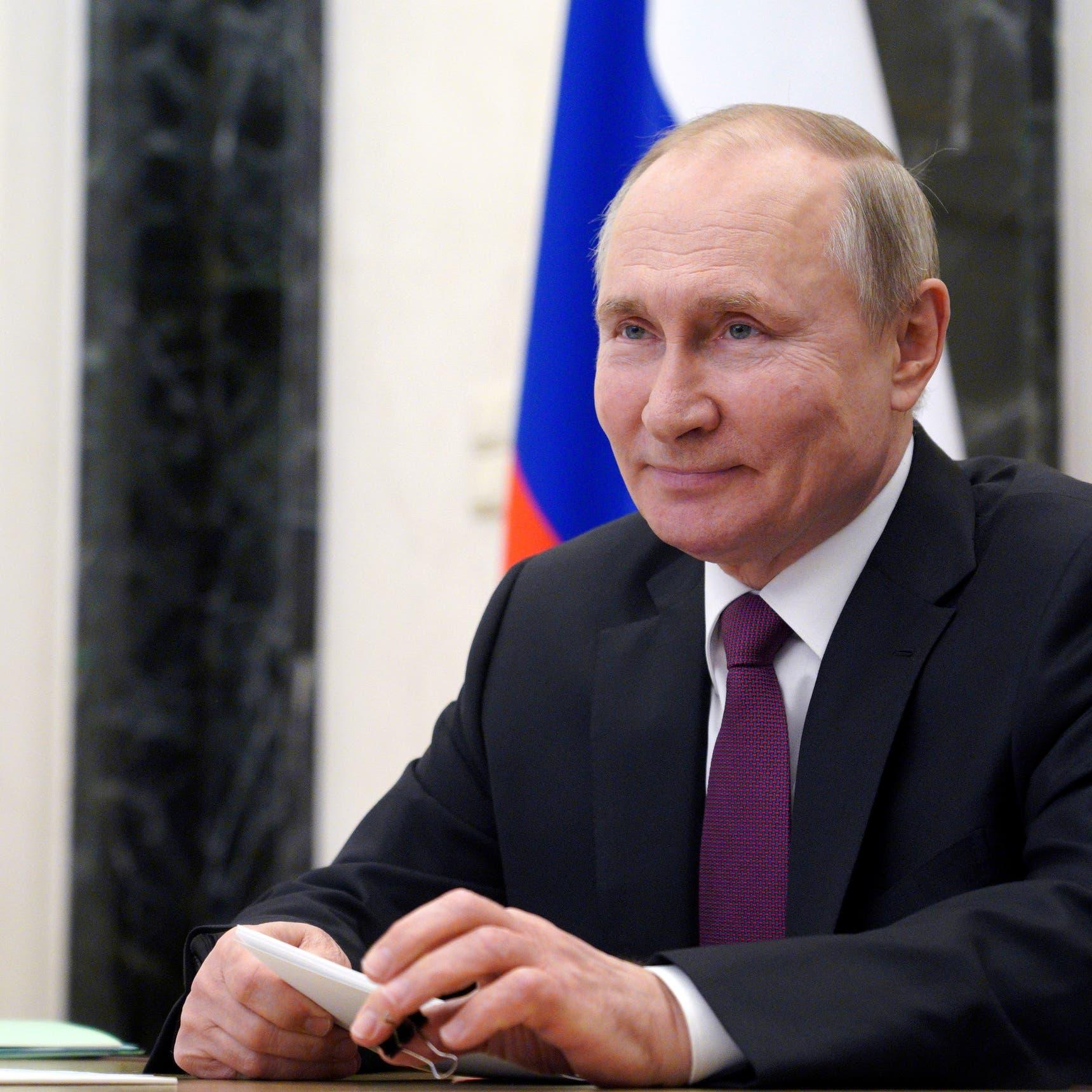 بوتين يوقع قانوناً يسمح له بالبقاء رئيساً لولايتين إضافيتين